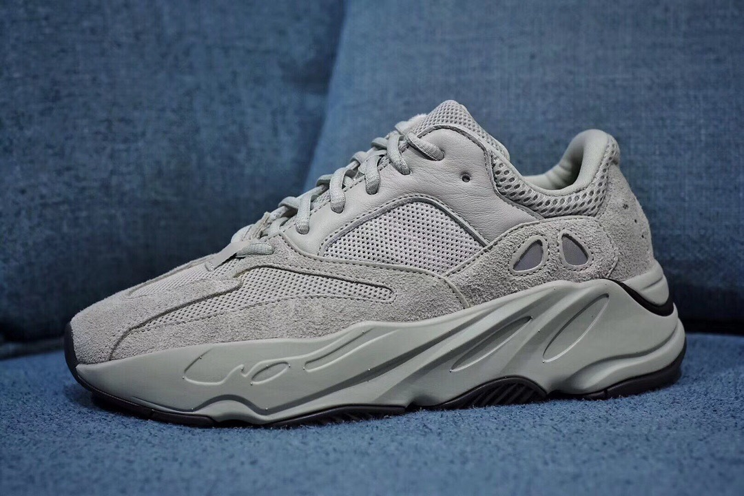 YEEZY 700 BOOST SALT 海盐配色